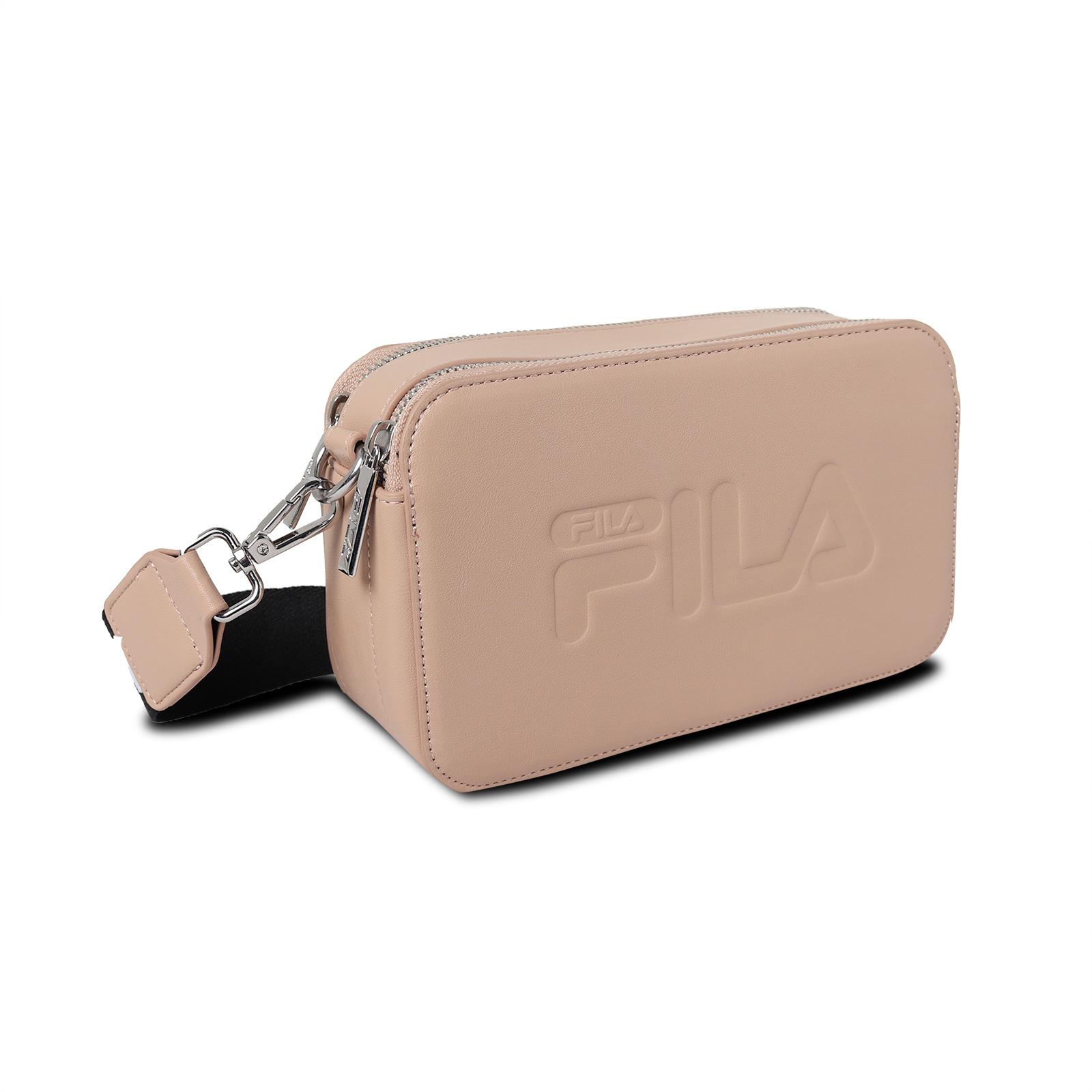 Fila 斜背包 Logo Camera Bag 男女款 粉膚色 相機包 運動休閒【ACS】 BMV3015KK
