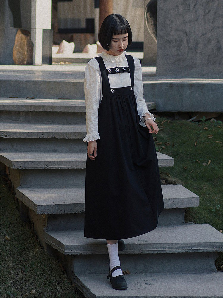 黑色 日復古減齡工字吊帶洋裝 花朵點綴A字傘裙 百搭少女風連身裙
