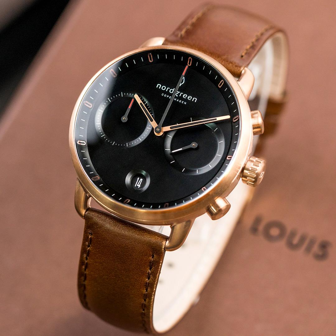【限時短促88折up!】現貨 ND手錶 Pioneer 先鋒 42mm 玫瑰金殼×黑面 復古棕真皮錶帶 Nordgreen 北歐設計師手錶 計時碼錶 PI42RGLEBRBL 熱賣中!