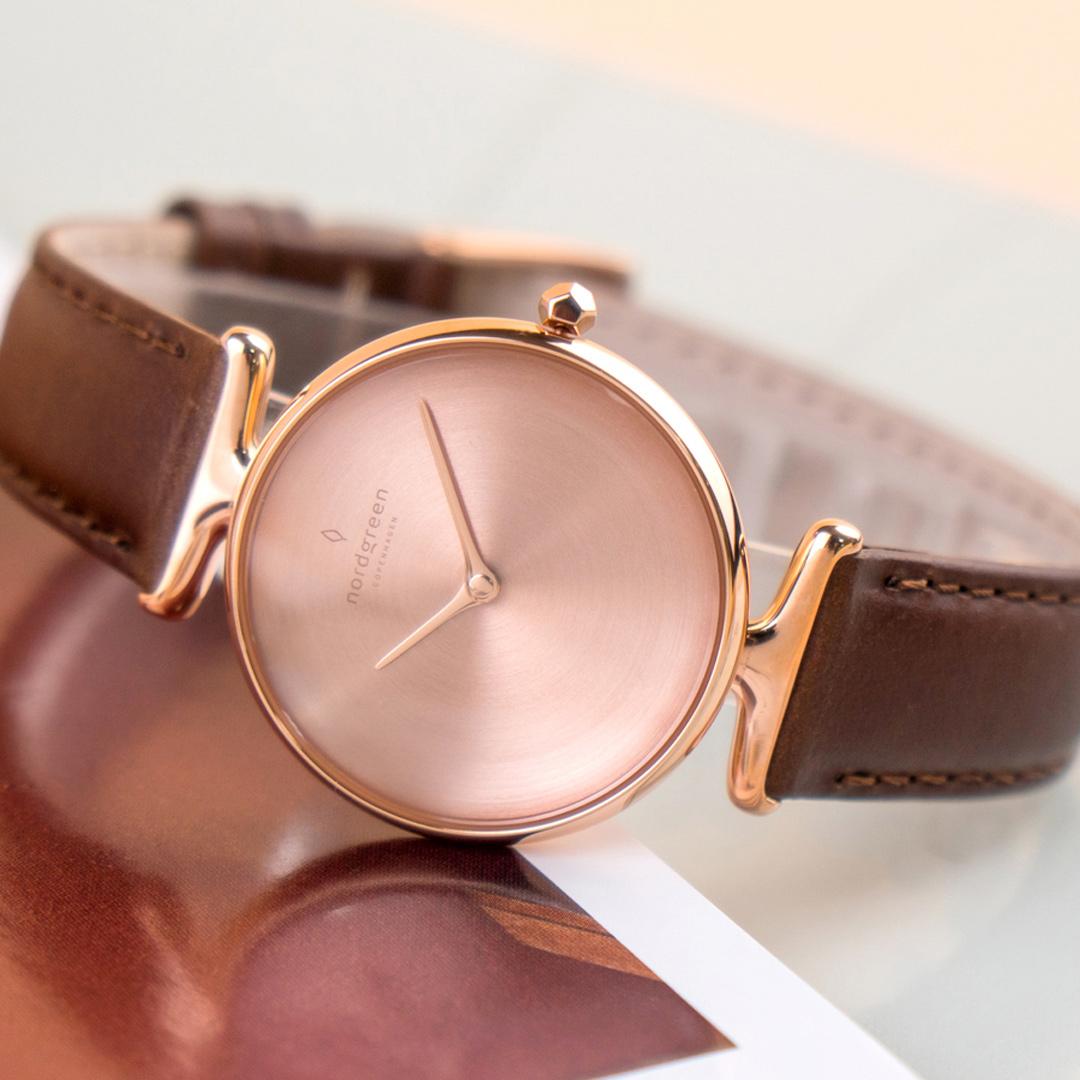 【限時短促88折up!】新作! 現貨 ND手錶 Unika 獨特 32mm 玫瑰金殼×磨砂金屬面 復古棕真皮錶帶 Nordgreen 北歐設計師手錶 UN32RGLEBRBM 熱賣中!