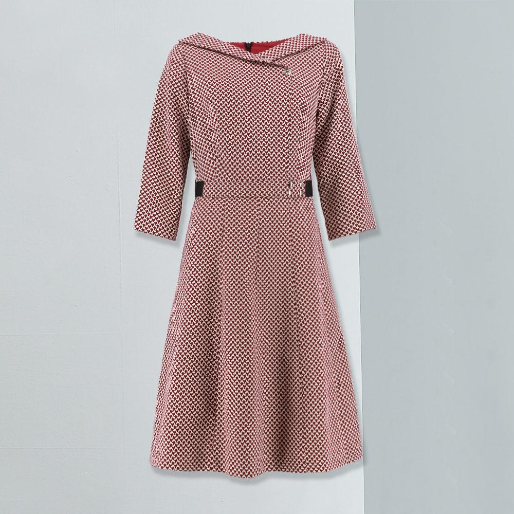 ILEY伊蕾 復古幾何圖紋交叉領片洋裝(紅)959725