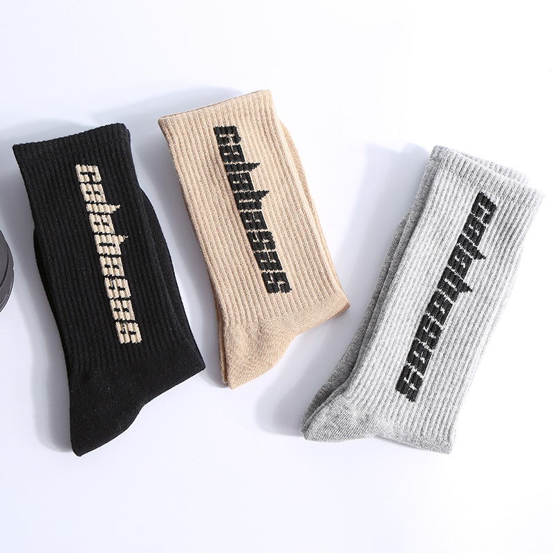 潮流英字母印花透氣吸汗棉質中筒襪 男女可穿【QTJD3822】