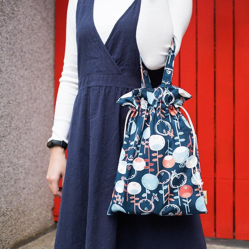 小北歐禮物  大菁菁束口袋  13吋筆電/雜誌  靛藍蒲公英