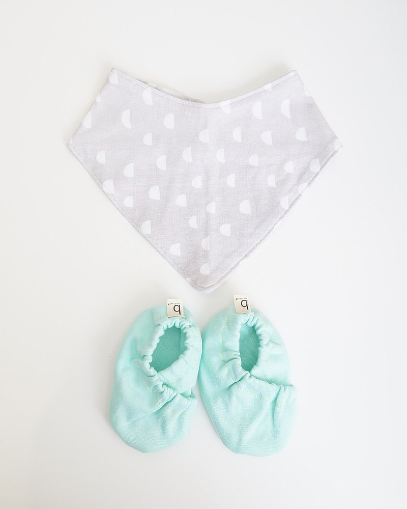 Bonbies 快樂寶寶組合 手工製天然純棉軟底室內鞋 與 三角圍兜