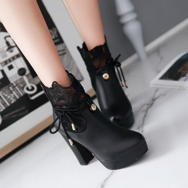 VIVILIAN日系顯瘦美腿性感蕾絲粗跟短靴/馬丁靴 黑/白