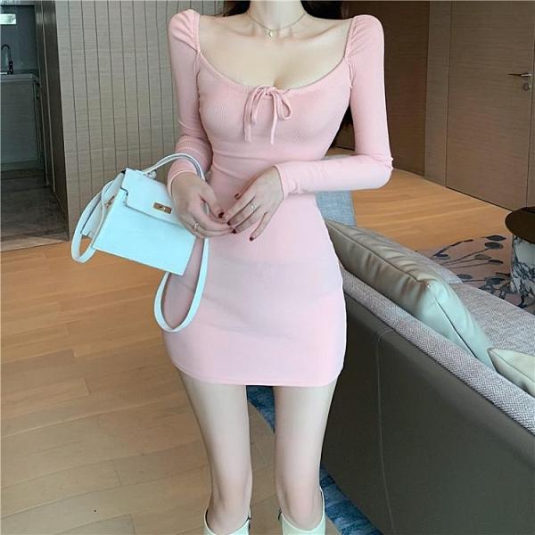 緊身洋裝 新款早春季女裝甜美性感顯瘦方領低胸系帶粉色緊身連身裙氣質優雅 嬡孕哺