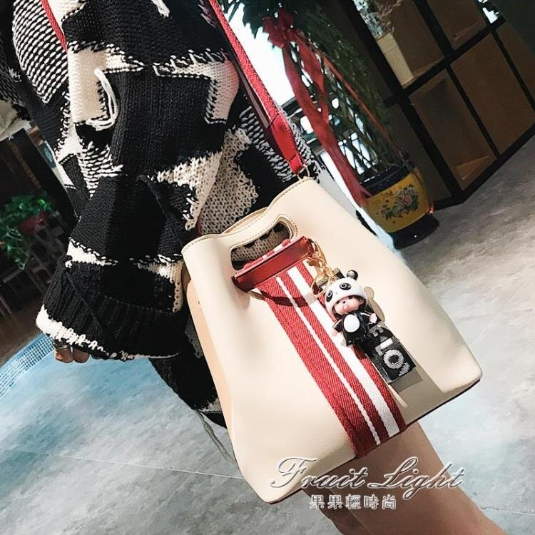 小包包女新款韓版簡約撞色手提包百搭潮單肩側背包水桶包 樂樂百貨
