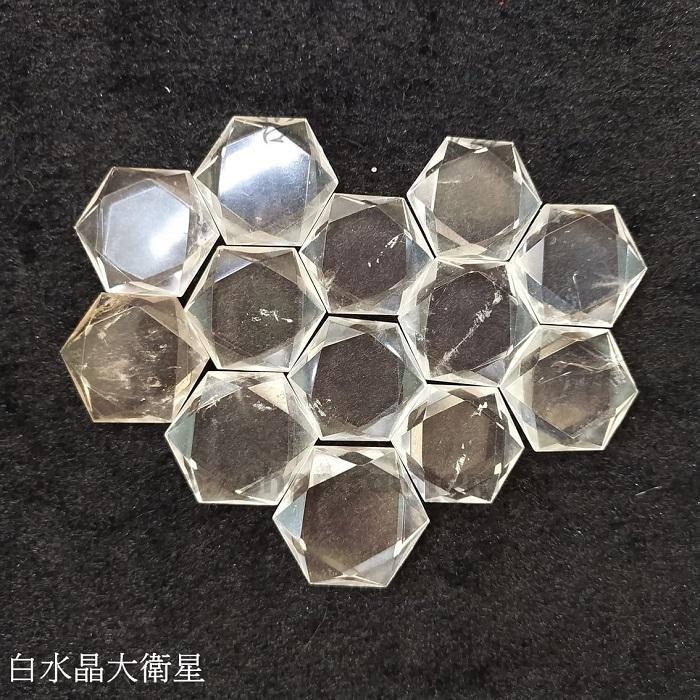 白水晶大衛星 ~萬用的療癒石 對應所有脈輪、願望顯化、擴大能量、清理負面能量