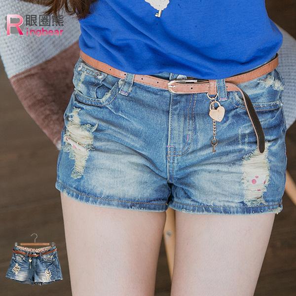 牛仔短褲--率性亮眼冰藍色內點點貼布刮破牛仔短褲(S-7L)-R111眼圈熊中大尺碼