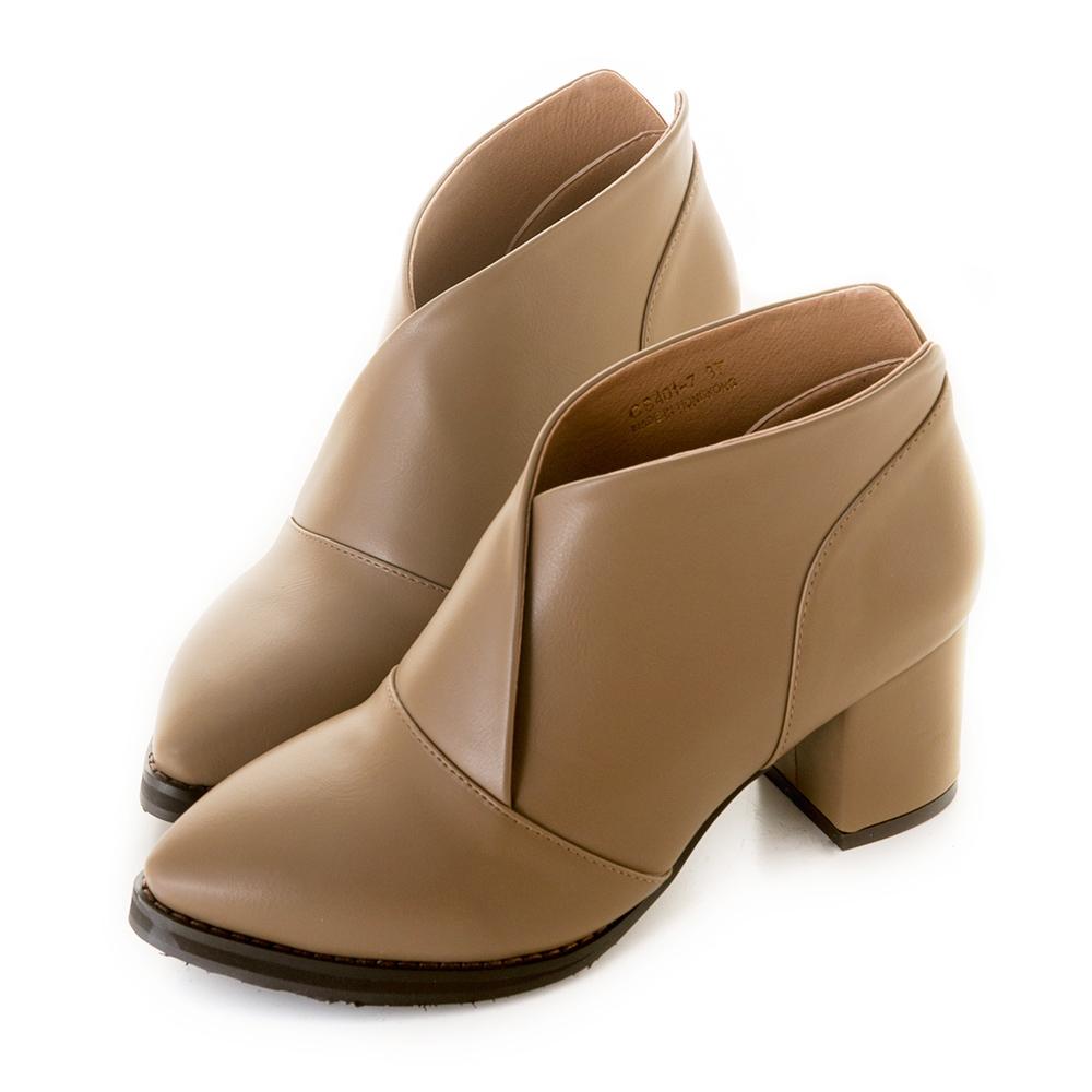 【限時7折】美型交叉V口尖頭粗跟踝靴 杏 CS401-7BE