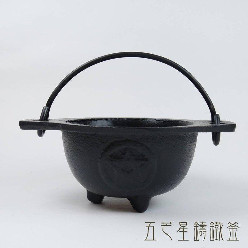 五芒星釜 (鑄鐵鍋) ~可用來燃燒草藥、鼠尾草、香粉、塔香或許願紙條等儀式之用