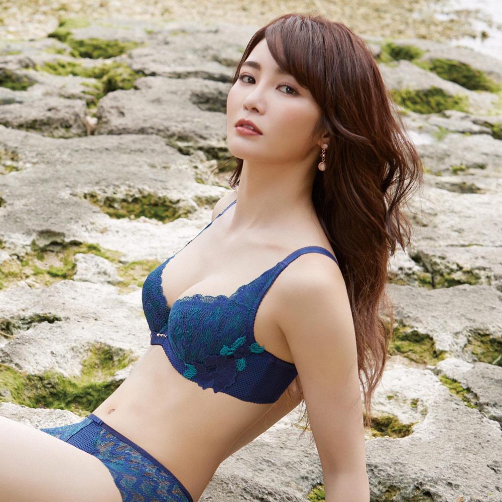 【曼黛瑪璉】雙弧 內衣 A-G罩杯(黑緞藍)