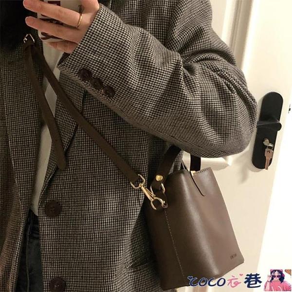 熱賣斜背包 百搭斜背包包女2021新款潮時尚網紅水桶包小眾設計側背手提包 coco
