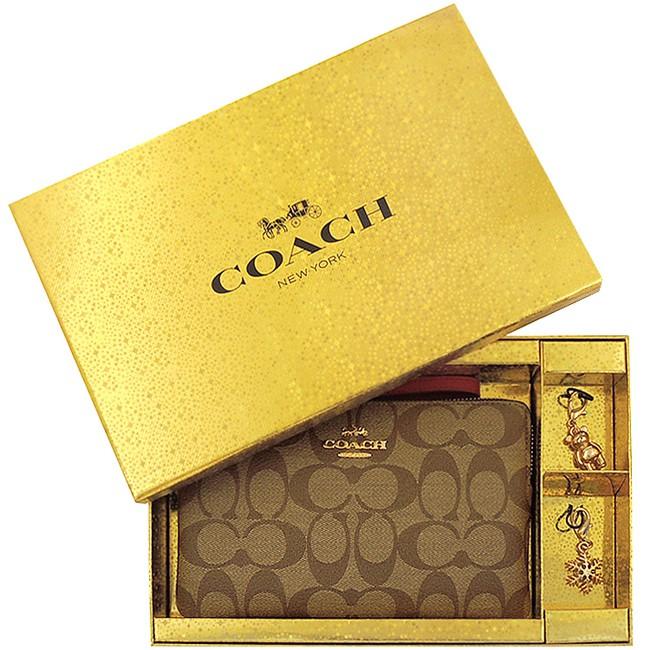 COACH 紅色大C PVC手拿包-大型+金色小熊/雪花造型吊飾禮盒組