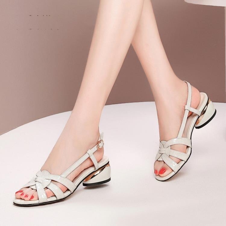 魚口鞋 法式鏤空涼鞋女中跟新款粗跟時尚真皮后空魚嘴時裝媽媽鞋夏季【顧家家】