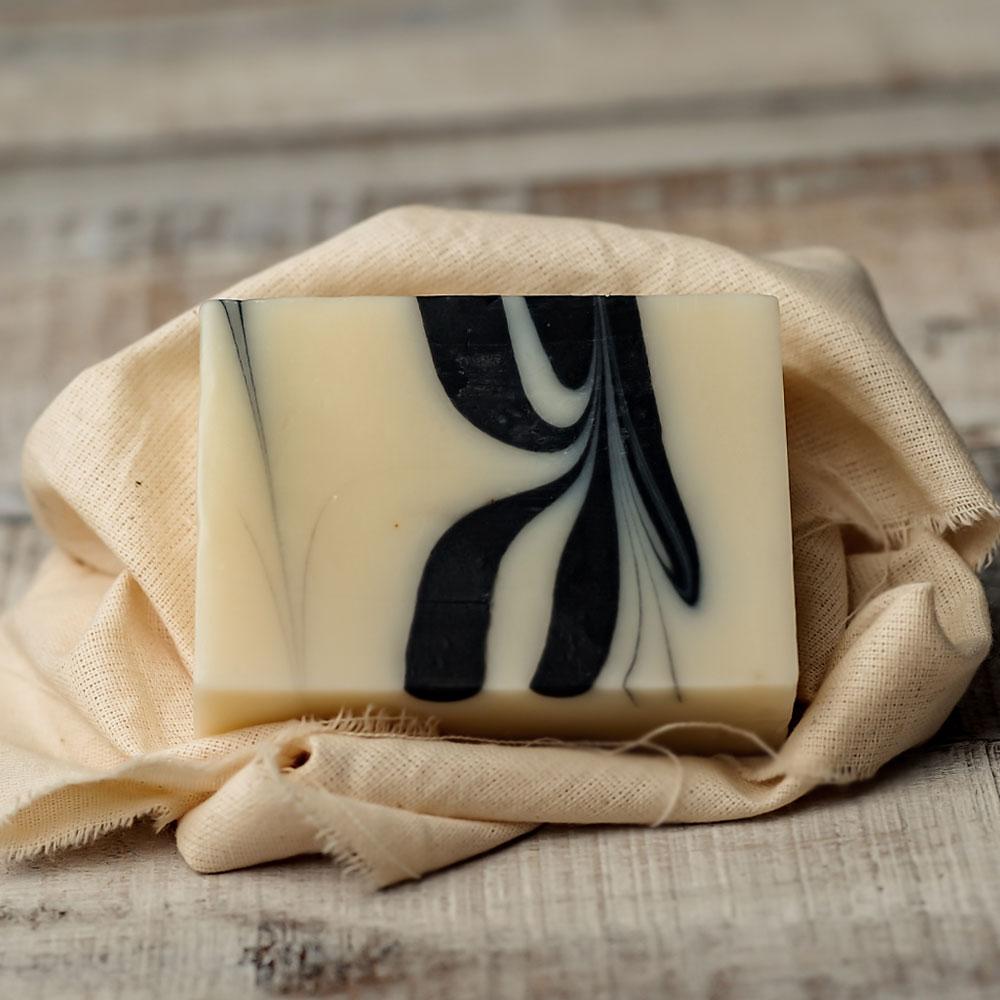 《愛盲》簡單職人手工皂-竹炭茶樹