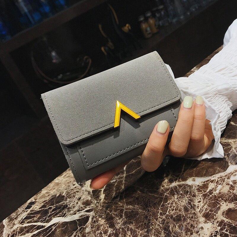 2021百搭新款女士短款小錢包復古韓版零錢皮夾大鈔位簡約V字短款 果果輕時尚