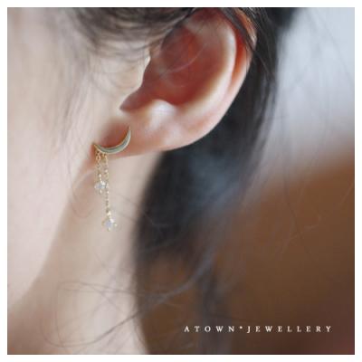 梨花HaNA 韓國925銀鍍14K黃金.月牙光影垂綴鑽石耳環(黃金色)