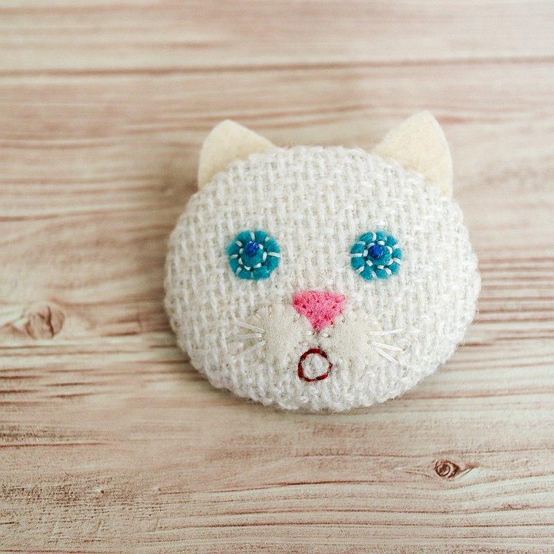 Otoboke 白貓胸針
