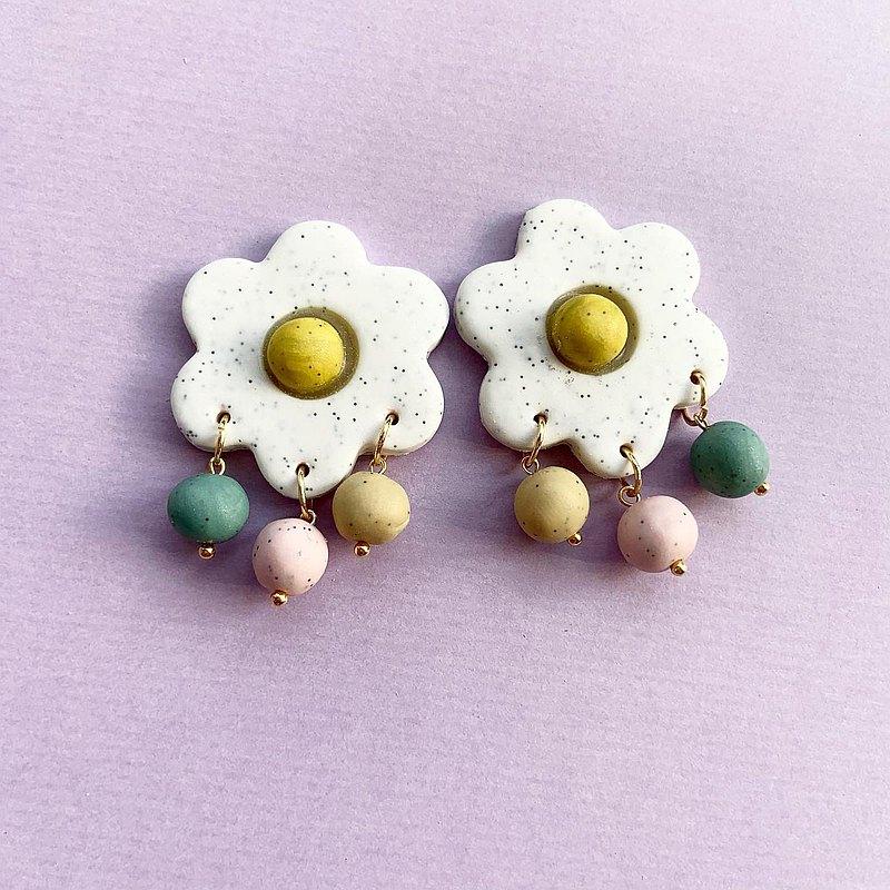 莫林-雞蛋開了花(白色)-貼耳+垂墜式-手作軟陶耳環