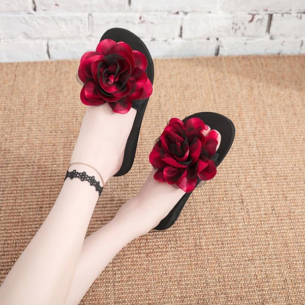 拖鞋女夏外穿時尚百搭2021新款一字拖網紅坡跟防滑海邊花朵沙灘鞋 蘿莉新品