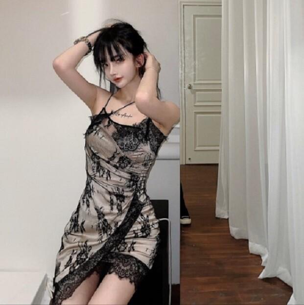 顯瘦蕾絲吊帶包臀連衣裙