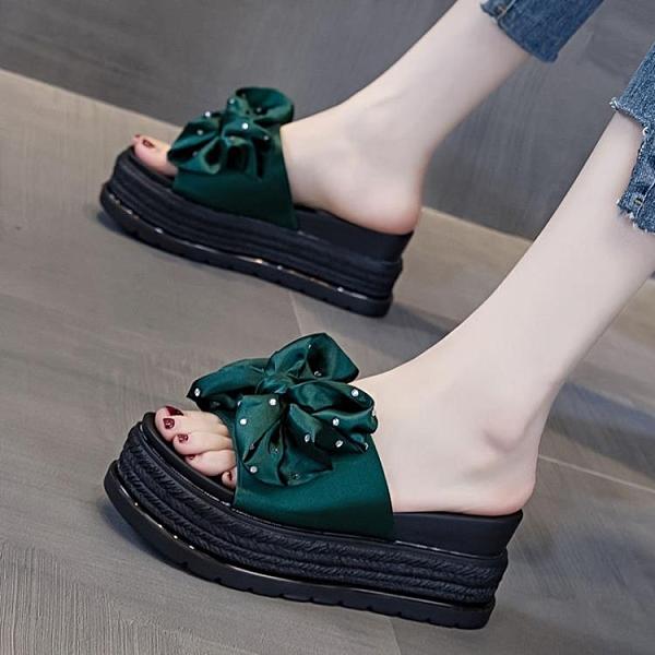 拖鞋 涼拖鞋女外穿新款夏季鬆糕厚底坡跟高跟防滑沙灘一字拖鞋 夢露