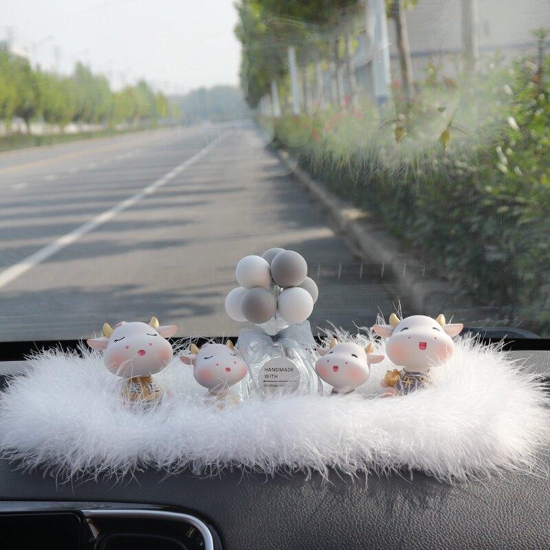 汽車擺件可愛搖頭公仔小牛車飾車內裝飾用品創意高檔中控臺飾品女
