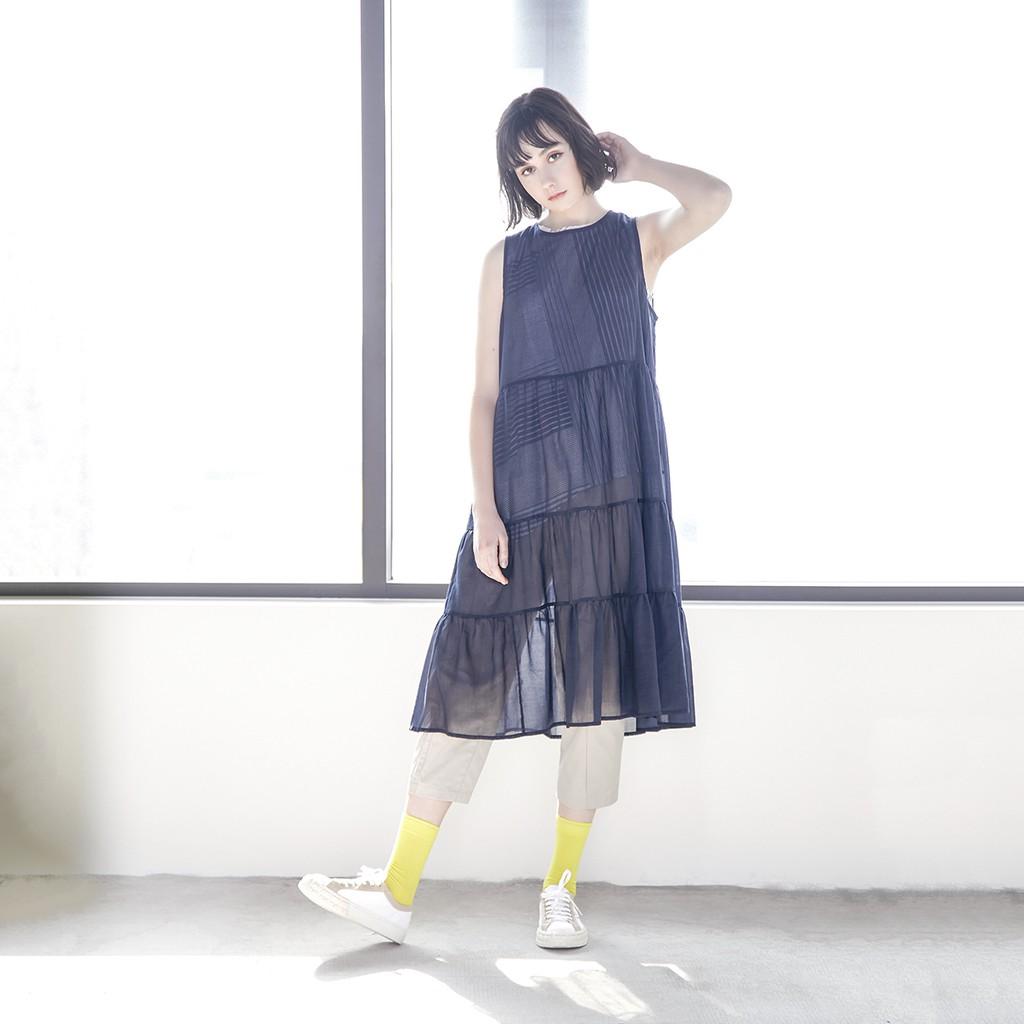透視光影波浪層襬細紗外罩洋裝 兩色