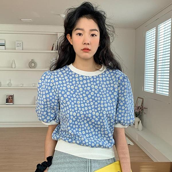 韓國chic春季減齡洋氣圓領套頭寬鬆泡泡袖滿屏小雛菊針織衫上衣女 伊蘿 99免運