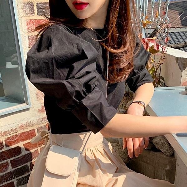 韓國製.百搭純色素面圓領泡泡五分袖上衣.白鳥麗子