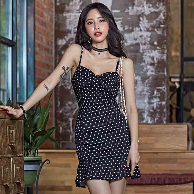 波點連衣裙2021新款夏季修身性感包臀露肩無袖裹胸吊帶短裙