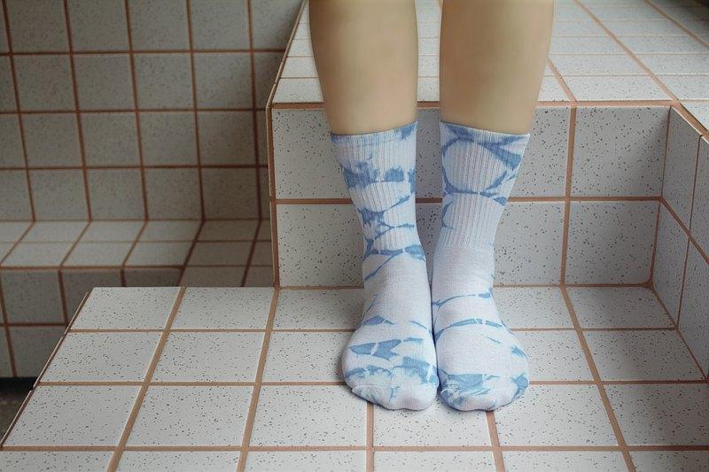 巧染手作 - 植物藍染中性襪