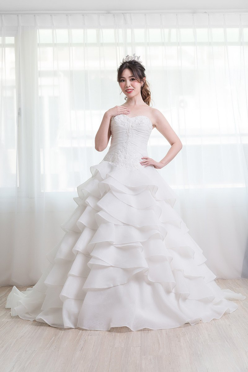 荷葉蛋糕裙白紗輕工縫珠蕾絲