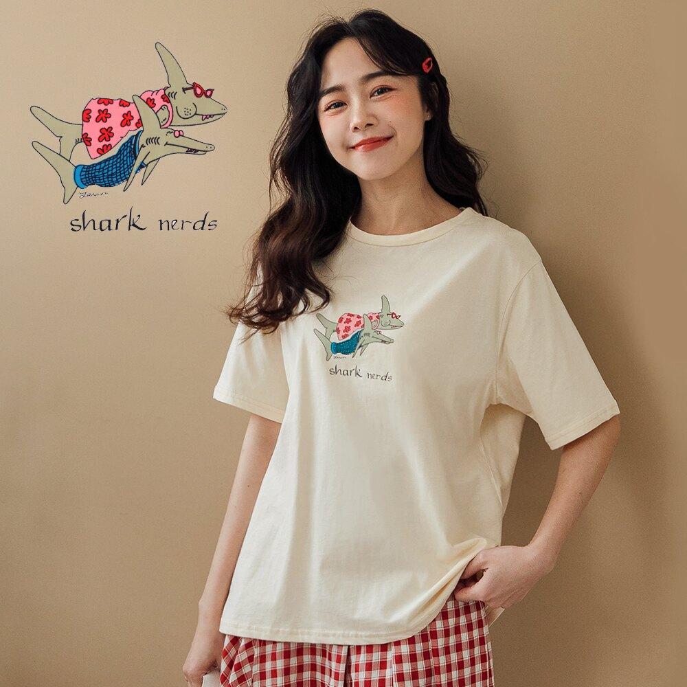 MIUSTAR 穿洋裝的鯊魚CP膠印棉質上衣(共2色)短袖t恤 0330 預購【NJ0753】