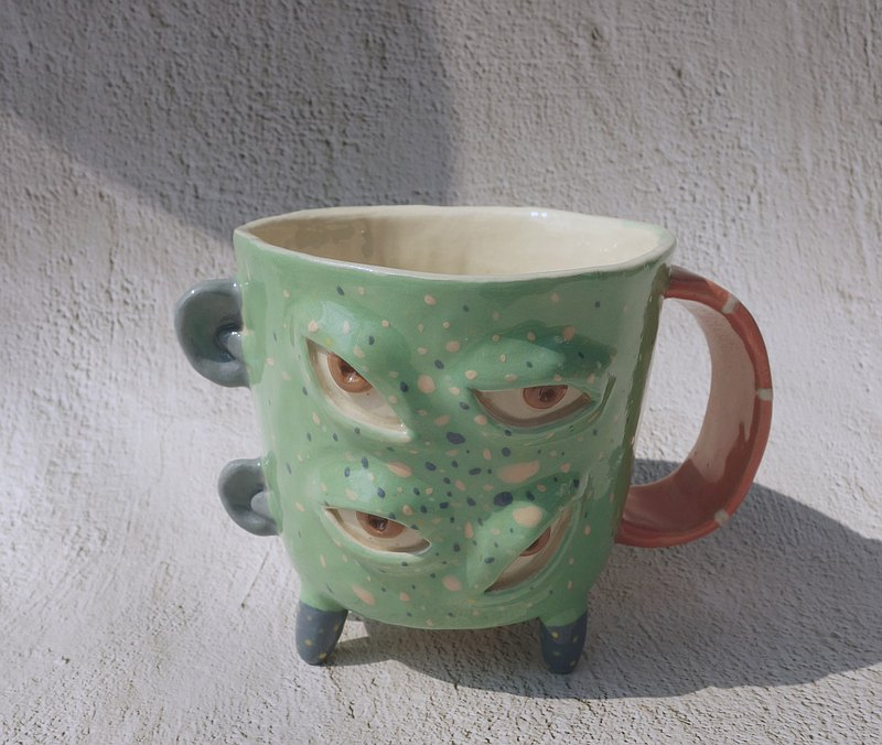 四腳綠色陶瓷杯:)