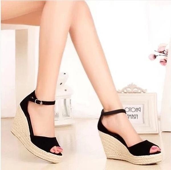 草編鞋 女涼鞋新款女草編厚底楔形魚嘴涼鞋厚底鬆糕防水台一字扣羅馬女鞋-Ballet朵朵