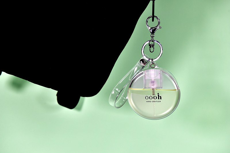 【預購】Oooh 小圓瓶香氛保濕免洗手噴霧 | 青檸檬白茶 (含吊飾)