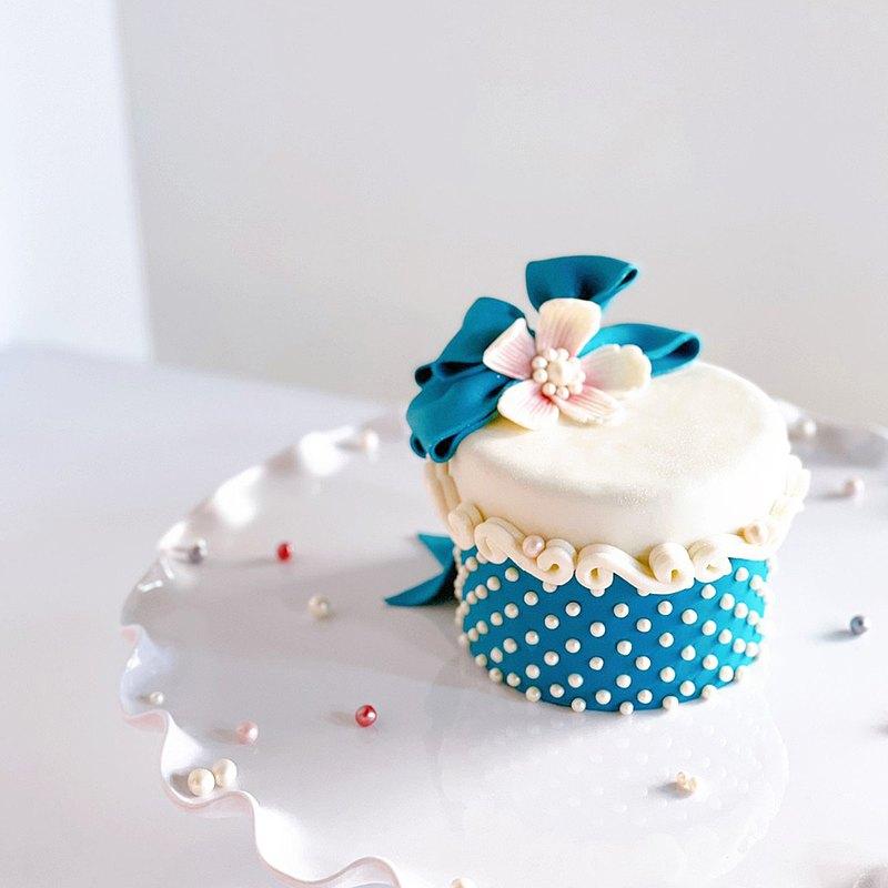 花緞禮物翻糖蛋糕・一人成班・兩個鍋子