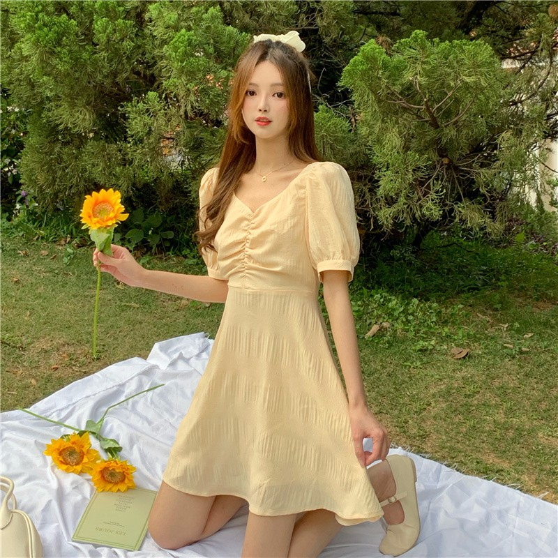 2種款式可選連衣裙 赫本風洋裝 可鹽可甜法式A字裙 方領淡黃色長裙 露背小心機連衣裙