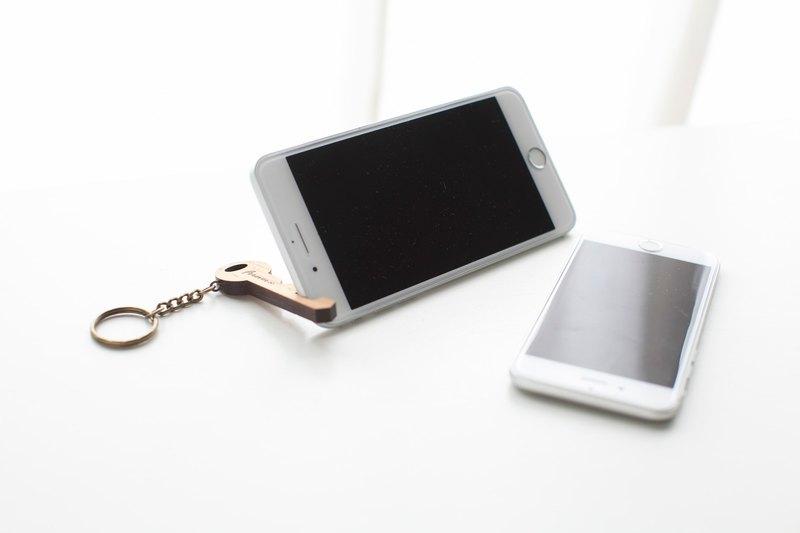 客製化姓名禮物原木鑰匙造型手機架/鑰匙圈-直式款