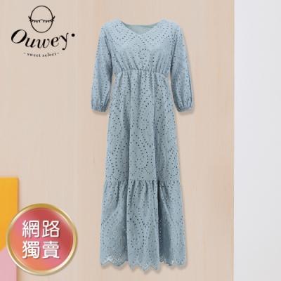 OUWEY歐薇 優雅V領純棉縷空刺繡洋裝(淺藍)3212467131