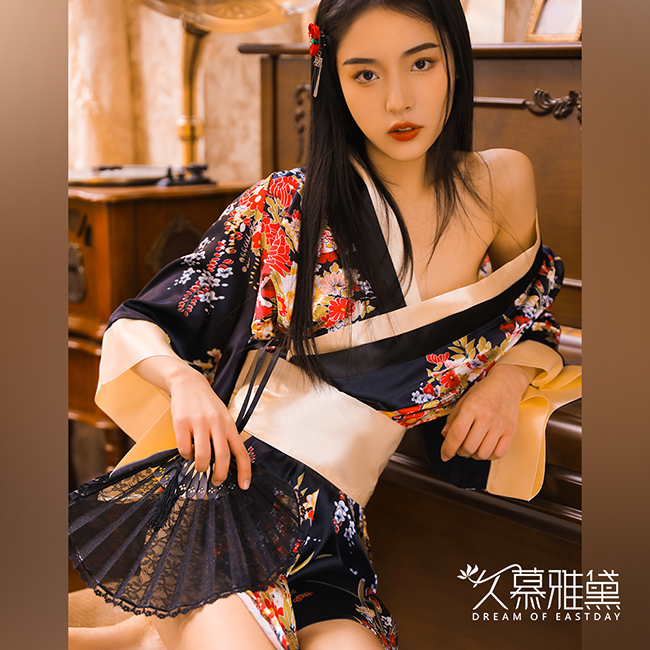 久慕雅黛 繁花金彩華麗和服角色扮演服。黑色