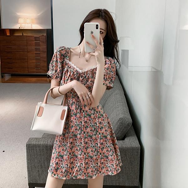 VK精品服飾 韓國風名媛碎花寬領雪紡收腰修身短袖洋裝
