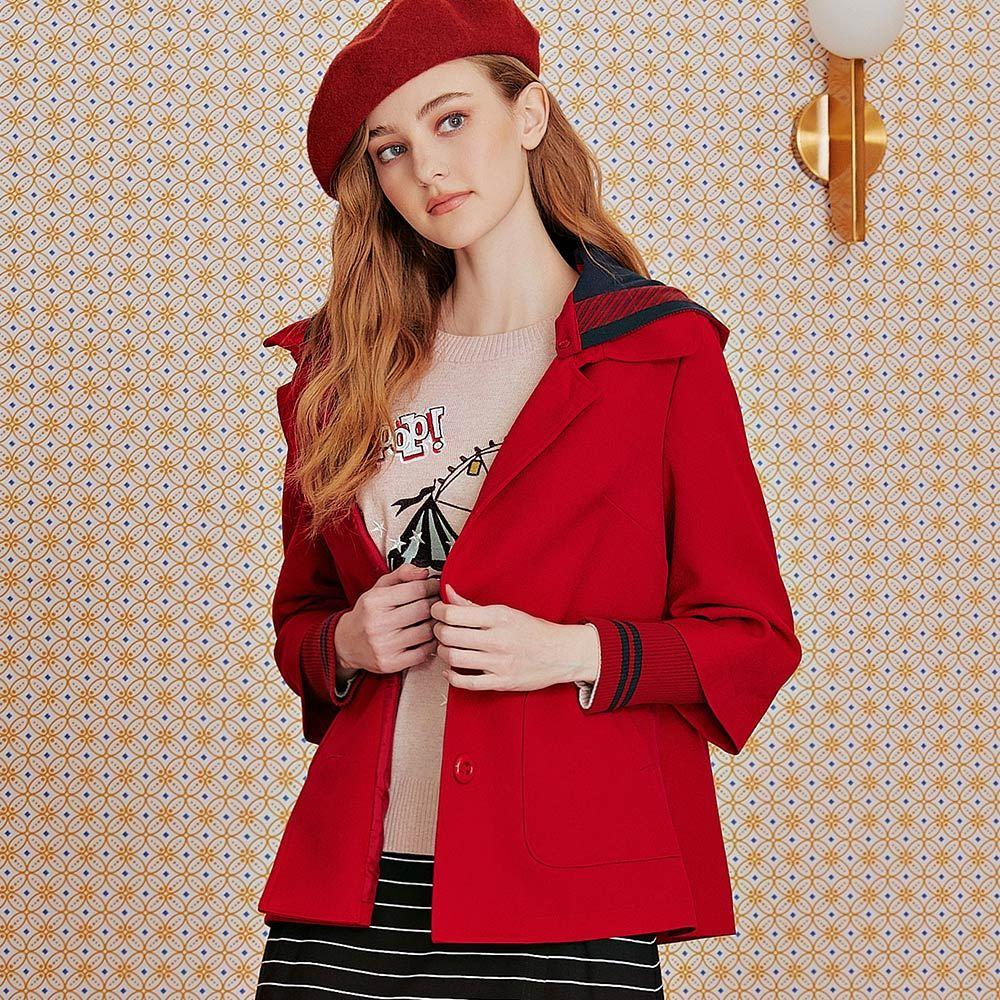 OUWEY歐薇 斜紋假兩件可拆式連帽外套(紅)J56454