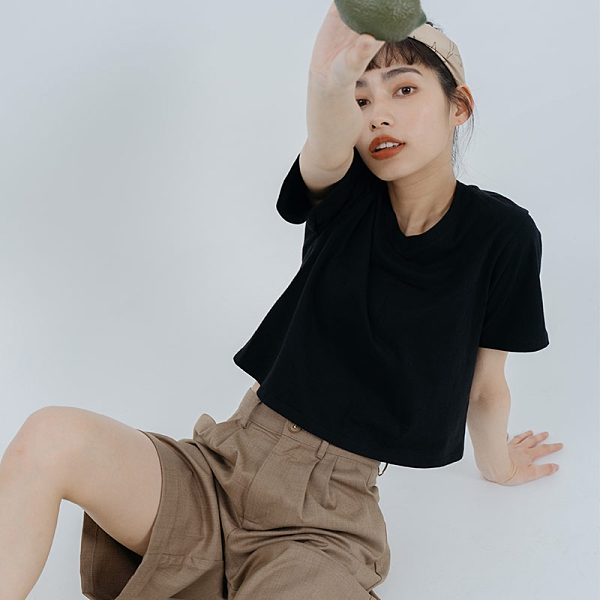 Queen Shop【01038791】MIT素色短版V領棉質上衣 兩色售*現+預*