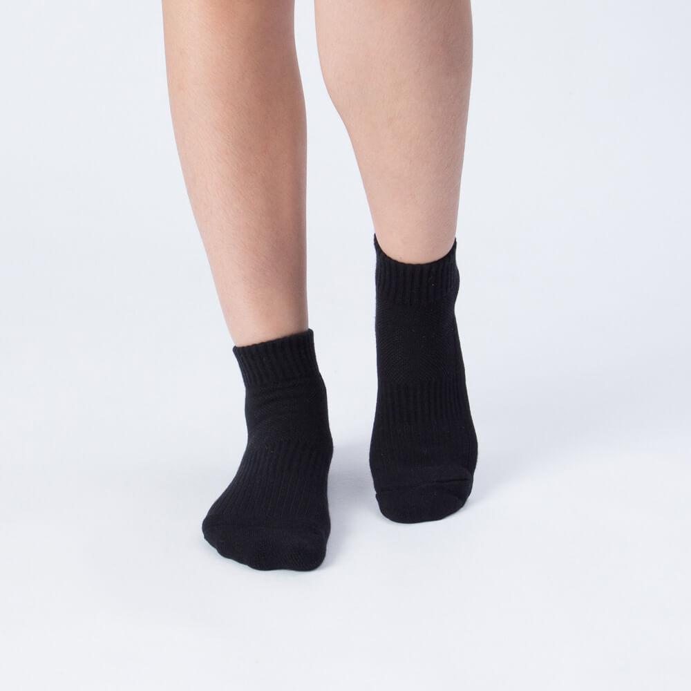 【M號】多功吸濕排汗科技運動襪-黑 (商品編號:S0100111M)