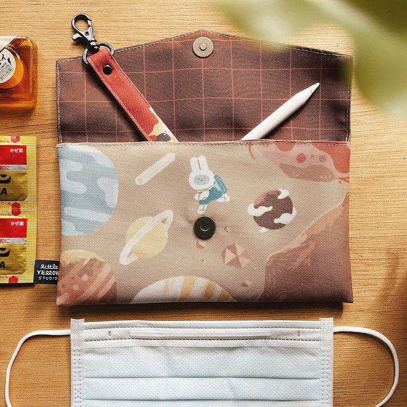 防潑水布 口罩收納袋 餐具袋 手機包  - 遨遊太空兔