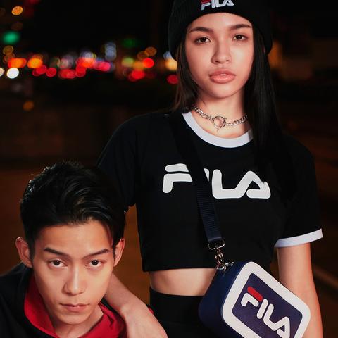 FILA #NEWTRO MANIA 短袖圓領T恤-黑色 5TEV-1425-BK
