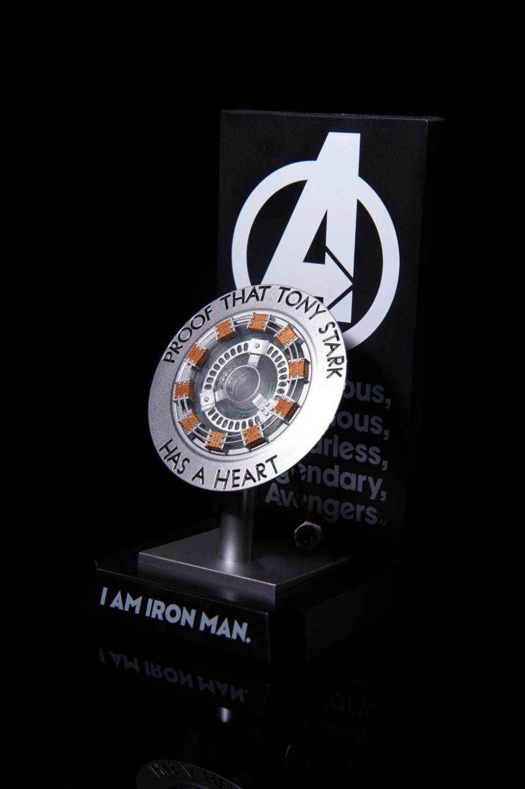 Marvel鋼鐵人反應爐 小夜燈無線充電座
